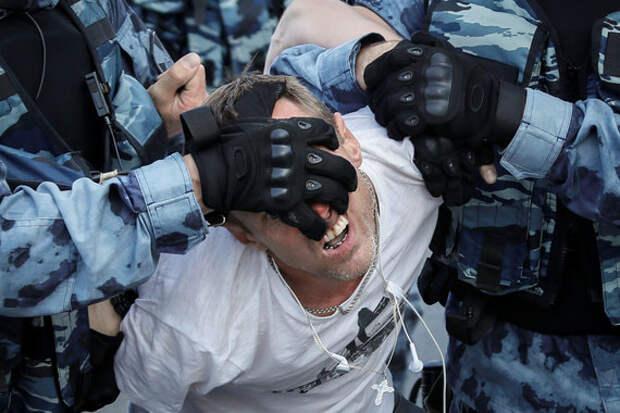 Агрессивные оппозиционеры на митинге разозлили москвичей, считает Соловьев
