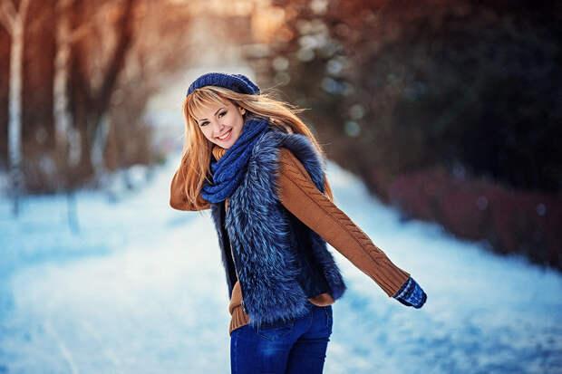Красивая девушка в облегающем свитере. /Фото: dressinlove.ru