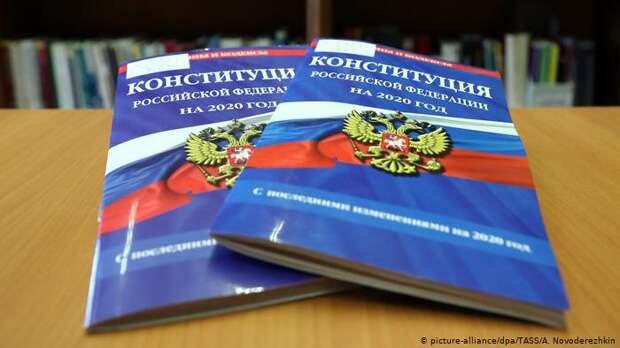 ЛГБТ-активисты испугались возможных поправок в Конституцию РФ после публикации ролика ФАН