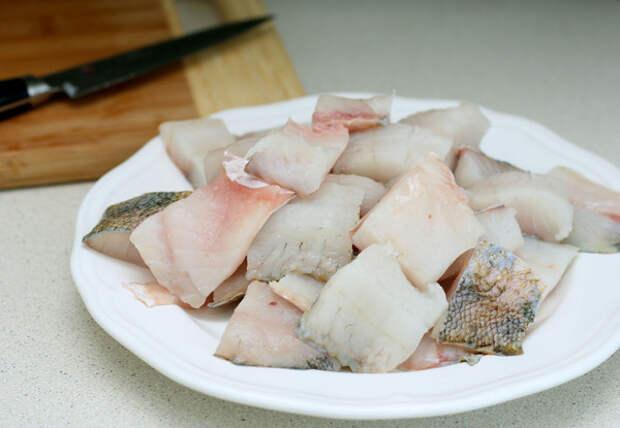 Ну очень вкусная рыбка! Нежная, соус вкуснейший, ароматы сшибают!!! Просто, быстро, и очень вкусно!!!