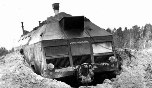 Огромный военный МАЗ-вездеход, который мог выезжать из-под земли