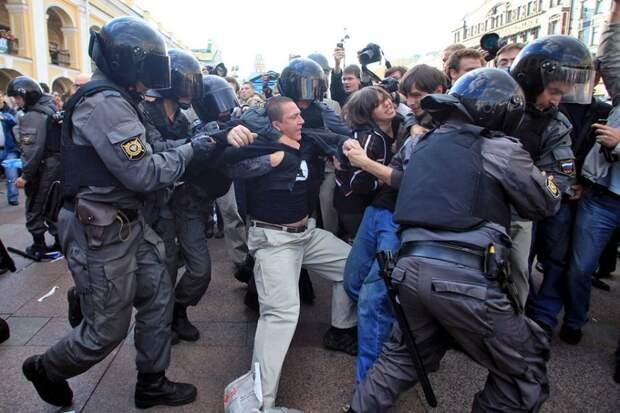 Штраф за неповиновение силовикам на митинге в РФ могут повысить в 4 раза