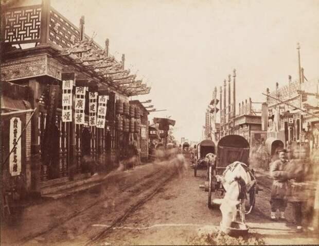 Улица с магазинами, Пекин, ок. 1875-80