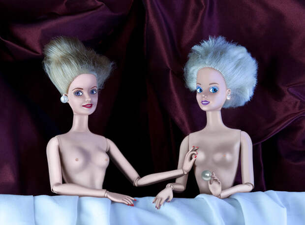 Как выглядят куклы Барби на классических полотнах