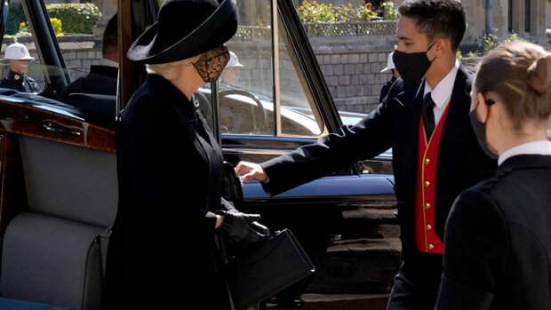 Полуобнаженная экоактивистка попыталась сорвать похороны принца Филиппа