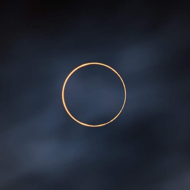 Солнечное затмение, Falcon 9 и облачный день на Юпитере: 12лучших фото космоса 2021 года