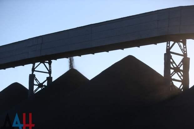 Украина тайно скупает весь уголь, добываемый в ЛДНР