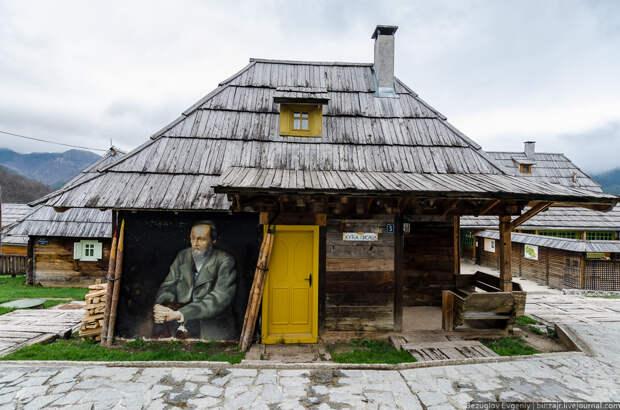 Очередная деревушка Дрвенград. Райский уголок режиссера Эмира Кустурицы.
