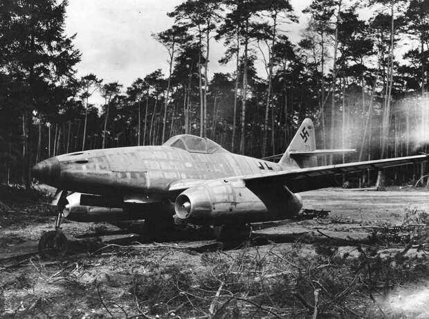 Реактивный самолет Messerschmitt Me.262, 1945 год PhotoQuest/Getty Images