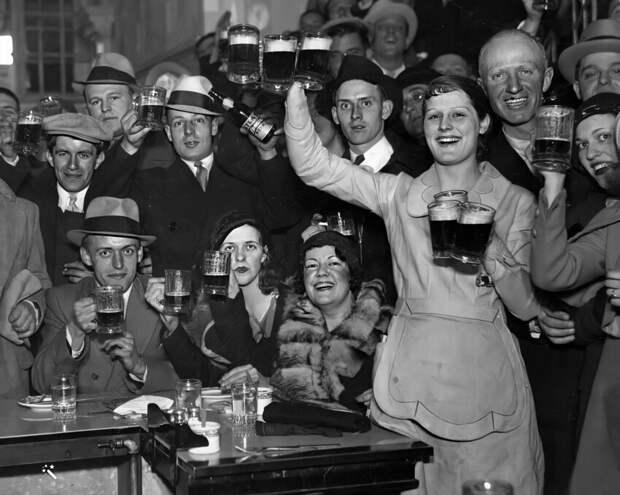 Если бар хорошо оснащен, то из имеющихся в нем напитков можно приготовить около 17 864 392 78 коктейлей