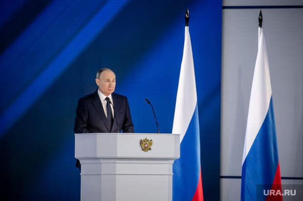 ВКремле объяснили, как рассчитают зарплату вмайские выходные