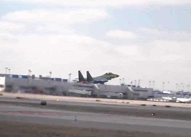 Тяжеловооруженная версия истребителя F-15 совершила первый полет