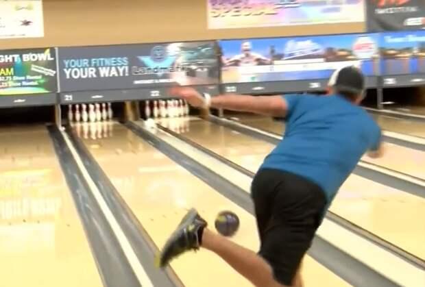 Американец спрятал прах отца в шар для боулинга, чтобы сыграть лучшую игру