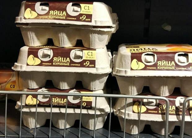 В российских магазинах продают по девять яиц вместо привычного десятка. «Жду, когда на бензин будут цены за 950 грамм»
