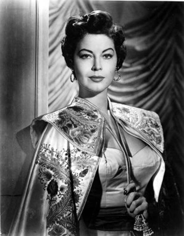 """Ава Гарднер в фильме """"Босоногая графиня"""", 1954 год."""