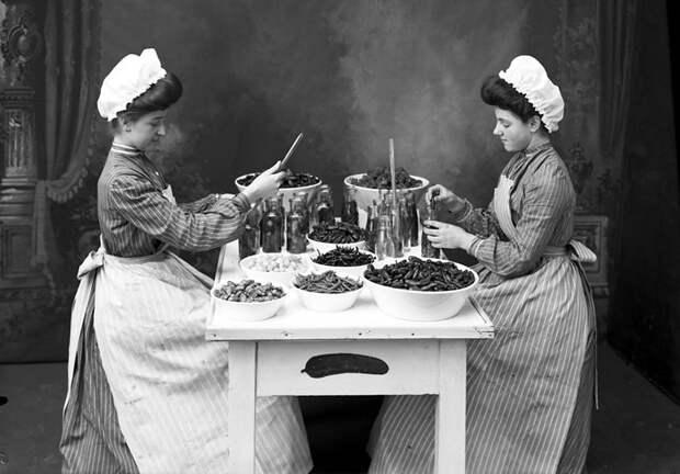Два традиционных рецепта 1909 года засолки огурцов