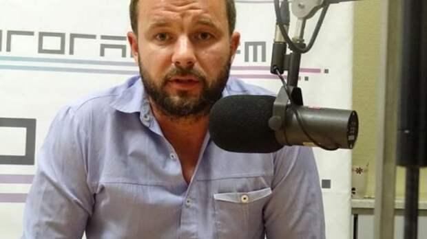Главному политтехнологу белорусской оппозиции дали 2 месяца ареста. СМИ пишут о его жене из США и американском диппаспорте