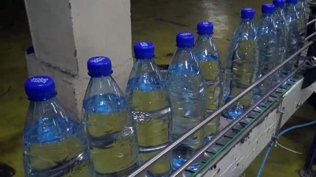 Ученый рассказал о вреде воды в бутылках