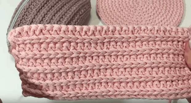 Симпатичная вязанная сумочка из шнура. Хоть на пояс, хоть на плечо