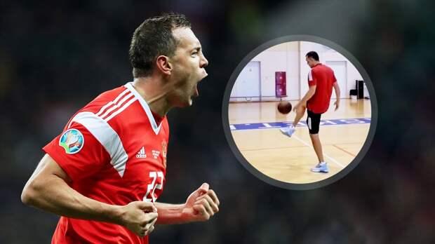 Дзюба показал свои баскетбольные навыки, забив дальний трехочковый: видео