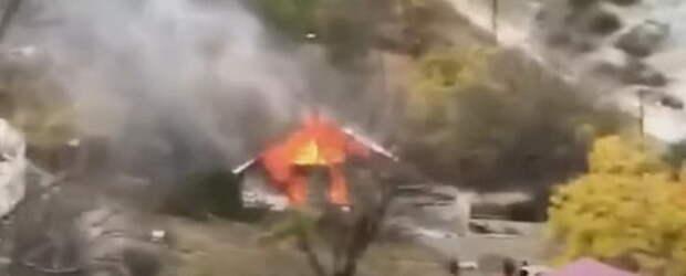 Армяне сжигают свои дома в Карабахе