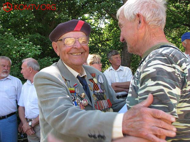 В Заветненской школе открыли памятную доску Николаю Олейникову