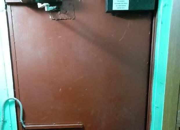 В доме на Ленской отремонтировали входную дверь – «Жилищник»