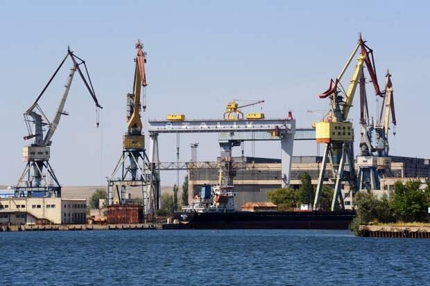 Корпуса десантных кораблей проекта 23900 начали формировать в Крыму