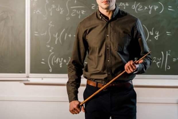 Учитель-сын директора школы из Крыма ученика не бил - официально