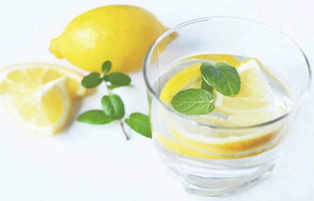 Залог здоровья - начинайте день с употребления лимонной воды