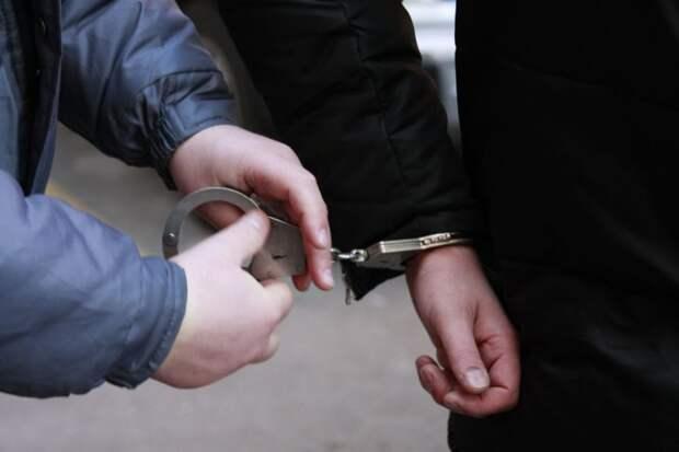 От чего происходят преступления среди молодежи ?