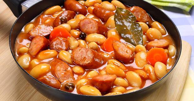 Ароматная фасоль в томатном соусе