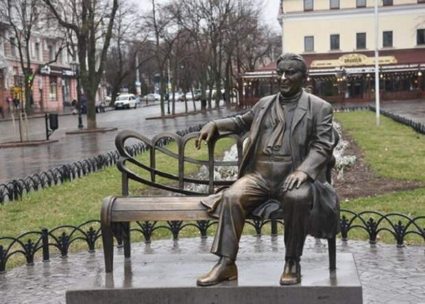 Памятник Утесову в Одессе | Фото: weekend.zone