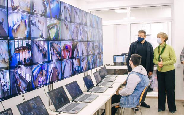 Любимов проверил работу Центра общественного наблюдения за выборами в Рязани