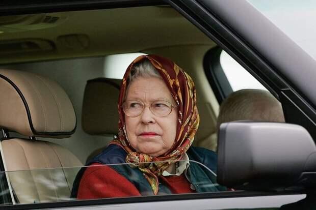 Почему британская королева никогда непристёгивается