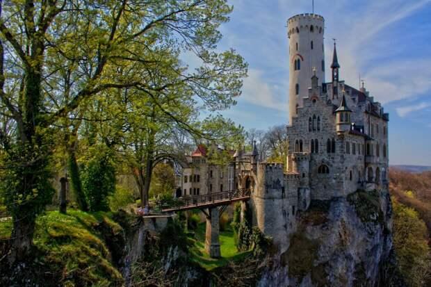 Фото из ЖЖ  пользователя sergeyurich. Замок Лихтенштейн, Германия.