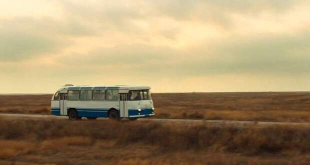 Стрёмная киношная реплика ''гагаринского'' ЛАЗа для фильма ''Гагарин. Первый в космосе'' (2013) ЛАЗ, авто, автобус, автомир, гагарин, космодром, лаз-695б, юрий гагарин