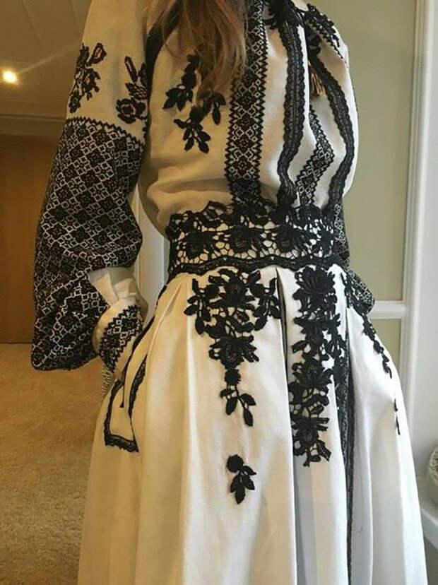 платье с вышивкой в пол