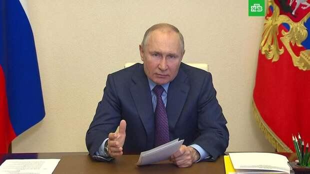 Путин призвал избавиться от «забюрокраченных» процедур в соцсфере