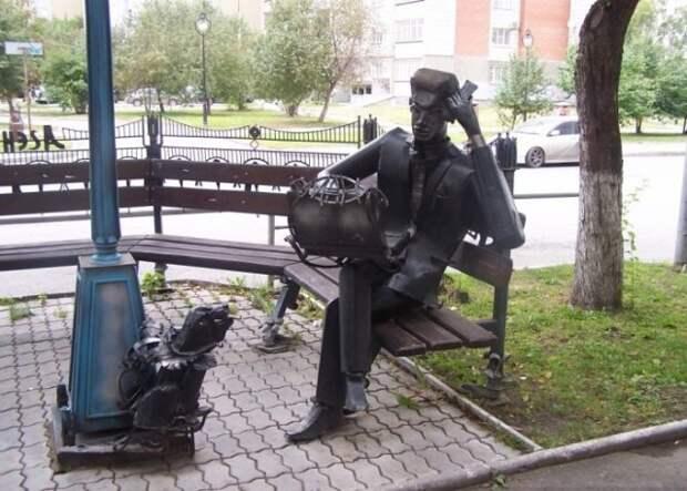 Памятник риэлтору в Екатеринбурге (Россия). Интересные факты о недвижимости