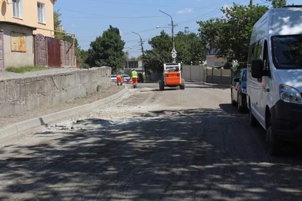 Ремонт одной из улиц Симферополя приостановили из-за родников