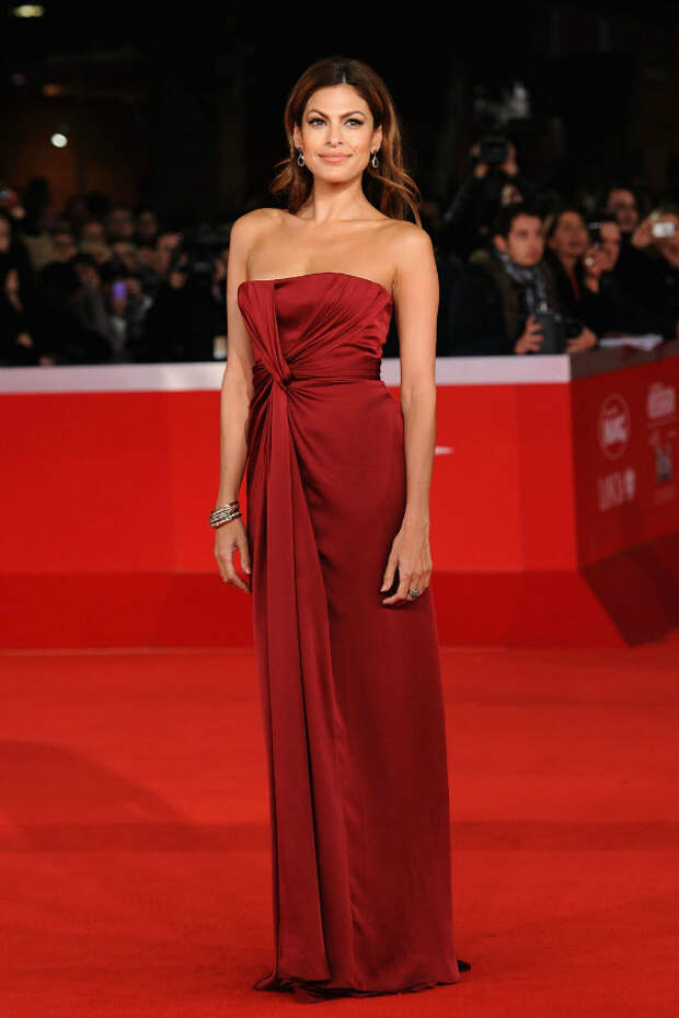 Ева Мендес (Eva Mendes) red dress