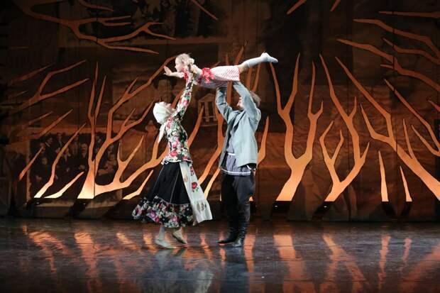 В театре «Гжель» поздравили матерей СЗАО