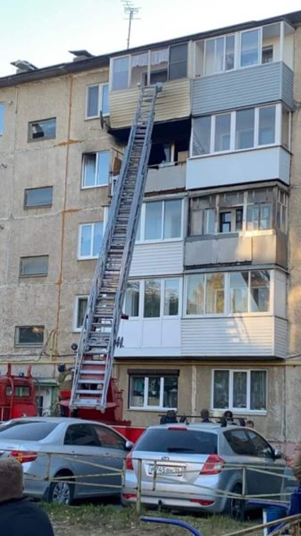 В Невьянске на улице Малышева горит квартира