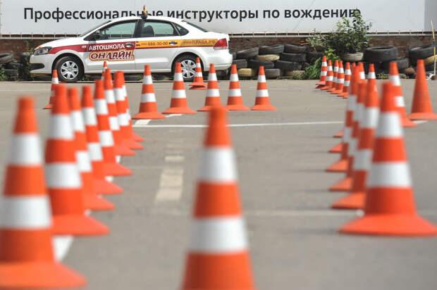 Правительство России изменит программы автошкол по подготовке начинающих водителей