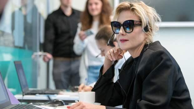 """""""Роковая женщина"""": Рената Литвинова затмила моделей на показе дочери"""