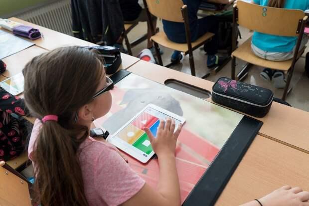 Теперь с 6 лет: Путин расширил число получателей выплат в 10 тысяч рублей на сборы в школу