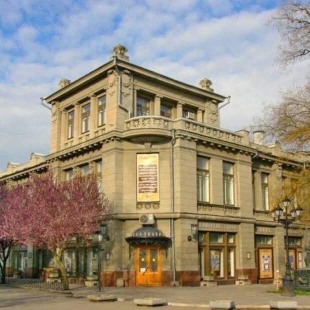 Крымский академический русский драмтеатр представит свою программу в режиме онлайн