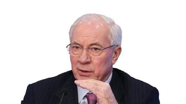 Азаров: Тему войны с Россией «мусолят» Зеленский и Порошенко для оправдания проблемы в экономике Украины