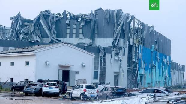 Смертельный торнадо в китайском городе Ухань: видео